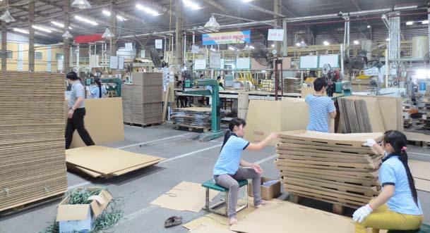 xe nâng hàng sử dụng trong sản xuất giấy